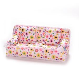 Image 4 - 1 компл. Милый Миниатюрный Кукольный дом мебель цветок ткань диван с 2 подушки для куклы детский игровой дом игрушки