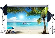 Bord de mer sable plage toile de fond bateau cocotier parasol coquille bleu ciel blanc nuage fond enfants adultes