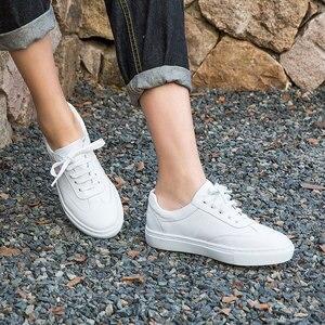 Image 2 - Женские туфли из натуральной кожи на плоской подошве, модные женские белые туфли на шнурках с закругленным носком из коровьей кожи с коробкой, 29017