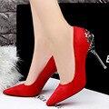 Nuevas Mujeres Atractivas Bombas Tacones Punta estrecha Zapatos de Mujer de Tacón Zapatos de fiesta Para Las Mujeres de La Boda Zapatos de Tacón de aguja de Metal Negro 2017