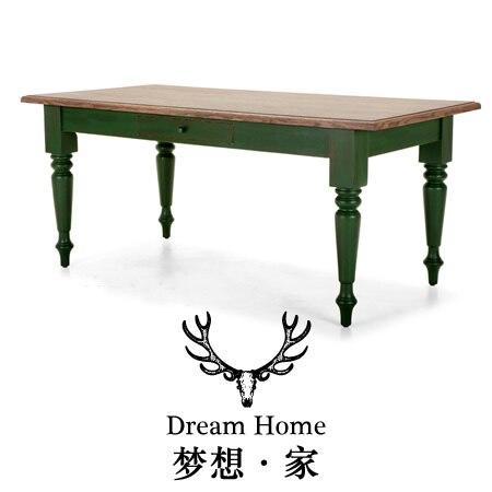 Mediterráneo Continental antiguo mesa de madera verde mesa mostrando ...