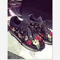 2017 de La Moda de Encaje Floral Mujeres Deporte Zapatos Negro Rojo con cordones de Zapatos de Las Mujeres Planas Con Poco Profundas Zapatos de Las Señoras Ocasionales EUSize 35-40