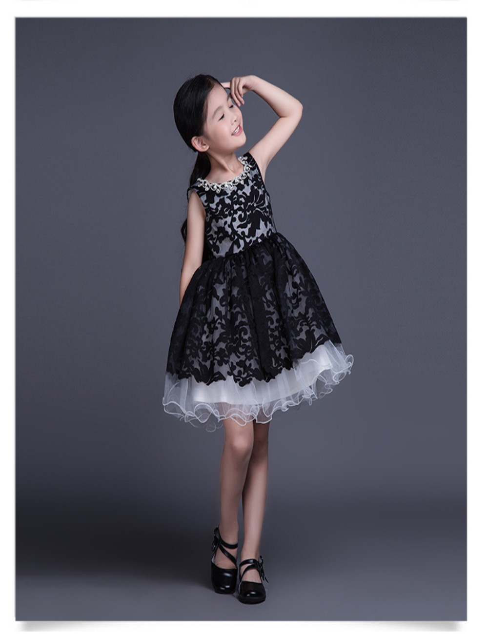 2015 New Style First Communion Dresses For Girls Black White Party Gowns  For Little Kids -in Flower Girl Dresses from Weddings   Events on  Aliexpress.com ... 96c5cdbe0