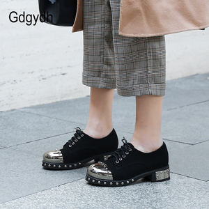 Image 4 - Gdgydh Sexy Klinknagel Vrouwen Gothic Schoenen Mid Hak Metalen Decoratie Platform Hakken Dames Pompen Echt Leer Chunky Hakken Lace Up