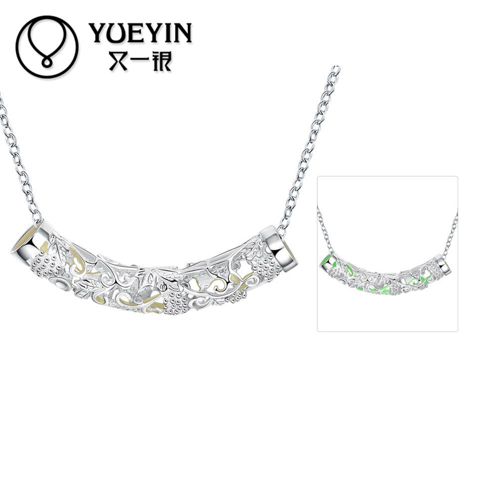 13b85189226a1 Évider Noctilucent Pendentif Collier Nouveauté De Mode Collier Femmes De  Mode Amour Cadeau Bijoux En Argent