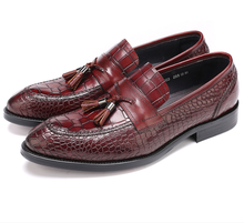 Large size EUR45 reddish brown / black mens loafers shoes casual business shoes genuine leather flat wedding shoes with tassel