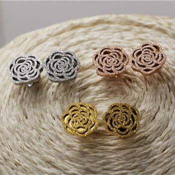 0e7642550825 Oro color hueco helado Camelia pendientes flor aretes mujer