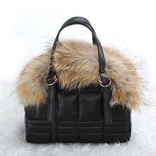 Чёрная меховая сумка пуховая Красные Зимние Наплечные Сумки с мехой для женщины Розовая коричневая белая широкая пушистая сумка через плечо золотой тоут сумочка мягкие пушистые сумочки зимняя коллекция новника  XA490A