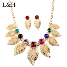 2018 Luxury Crystal Hollowed Gold Leaves Pendant Choker Necklace With Drop Earrings Wedding Bridal Party Jewelry Set For Women fake amethyst hollowed heart wedding jewelry set