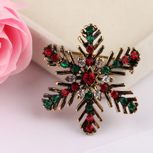 CINDY XIANG Vintage Alloy Snowflack Brooches For Women Colour Rhinestone Corsage Coat Suit Accessories Jewelry Hot Sale 2018