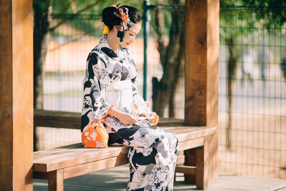 Robe Kimono japonaise noire et blanche mignonne de chat, costume traditionnel de peignoir de Kimono de Festival d'été