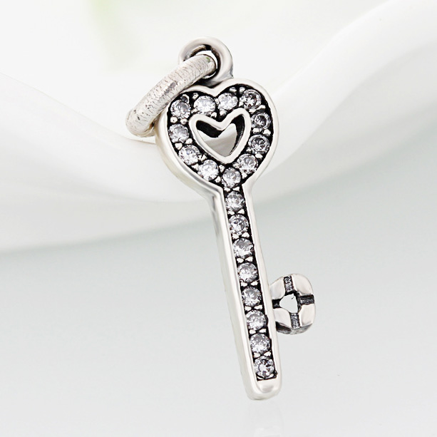 Authentic 925 Sterling Silver Bead Charm Pave Love Heart Key With Crystal Pendant Beads Fit Pandora Bracelet Diy Jewelry