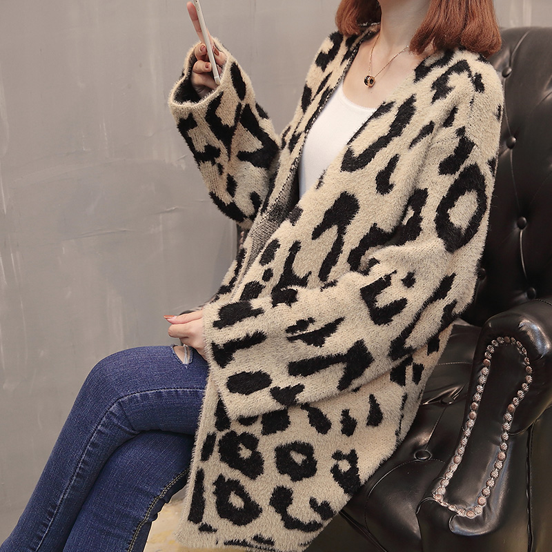 9228 (2 row 4 on the side of the room) take the new long hairy long leopard print knitted cardigan 100.