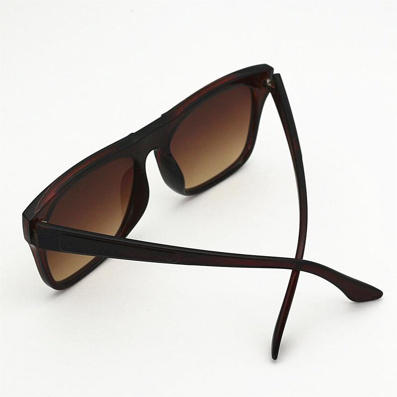 Lukoko UV400 Gozluk Senhoras Quadrados Do Vintage Óculos De Sol Das  Mulheres Marca Designer 2017 Luxo Retro Feminino Óculos De Sol Tons Rebite  em Óculos de ... 873a9fd3fc