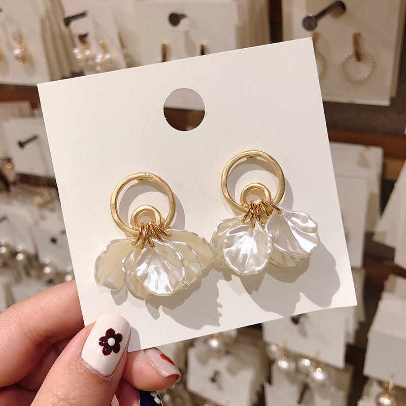 Dominated The new 2019 temperament super Vintage shells petals elegant Women Drop earrings