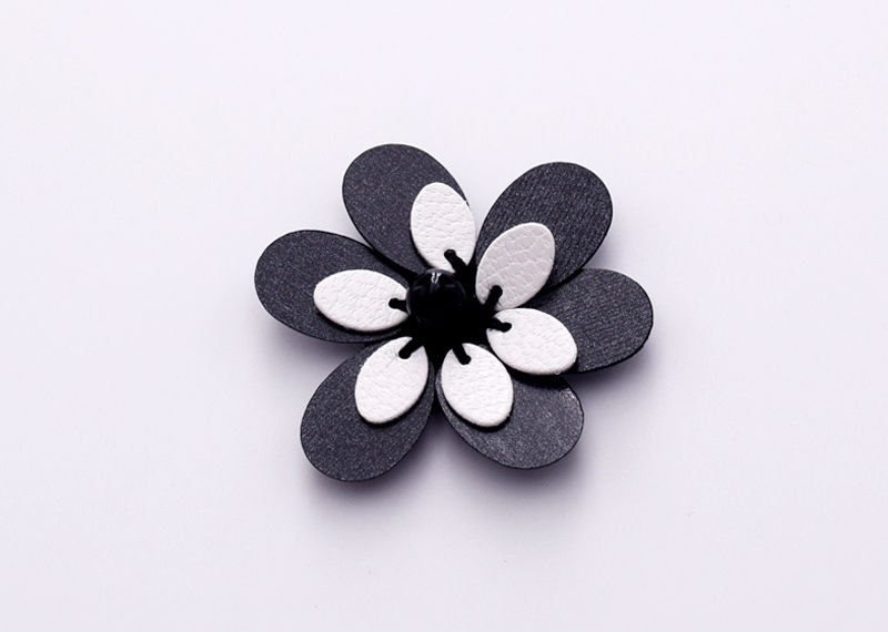30mm Sew on Plastic Lovely Wedding Decor Flower Ribbon Applique