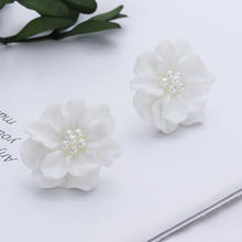 1 Pair Charm White Flower Ear Stud Fashion Camellia Simulated Pearl Stud Earrings for Women Girl Jewelry(China)
