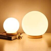 Moderno e minimalista caldo glassato sfera di vetro lampada da tavolo bianco in legno in stile Nordico creativo E27 decorazione della casa apparecchi di illuminazione-in Lampade da scrivania da Luci e illuminazione su