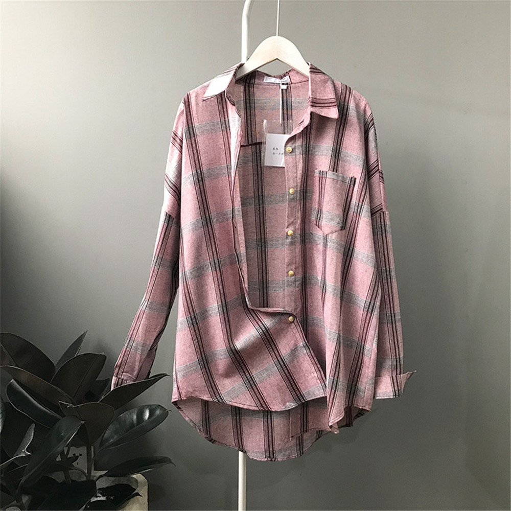 Big Loose women plaid blouses shirts 2018 Women Office Air Conditioner Blouse Shirt Female Outerwear Casual Pocket Shirts (16)
