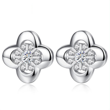 Lucky Leaf Grass Head Earrings Warring Silver Classic Popular Contracted With White Zircon Ladies Fashion Jewelry
