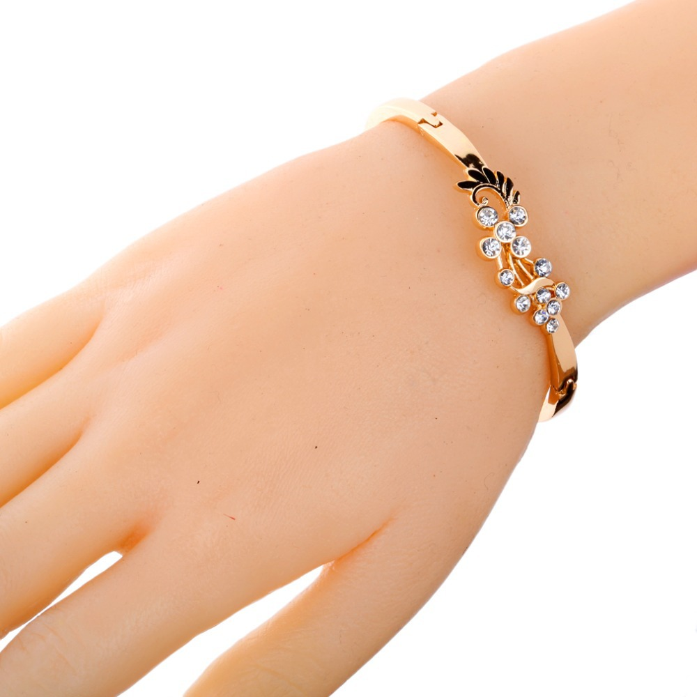 Women S Grace Vintage Style Gold Hollow Pea Wing Shining Crystal Rhinestone Chain Link Friendship Bangle Bracelet In Bangles From Jewelry Accessories