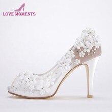 0afc5ae4e8 Bonita Do Laço Branco Vestido de Casamento Nupcial Calçados Peep Toe  Confortável Bombas de 4 Polegadas de Salto Alto Sapatos de .