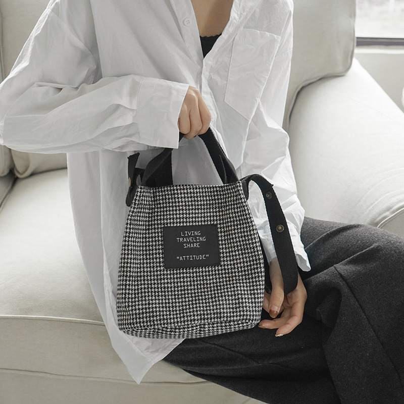 Winter Style Woollen Bucket Bag Vintage Plaid Cross-Shoulder Art Hand Bag Smart Portable Students Simple Bag