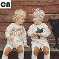 Envío gratis Primavera y Otoño ropa de bebé traje de bebé de algodón de color beige cartas juego de los niños de manga larga Camisetas + pantalones 2 sets