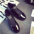 2017 zapatos de plataforma de las mujeres Diseñador de la Versión de Lujo de la Marca Casual Zapatos de Los Holgazanes de Metal Signo De Patentes de Cuero entrenadores oro negro azul