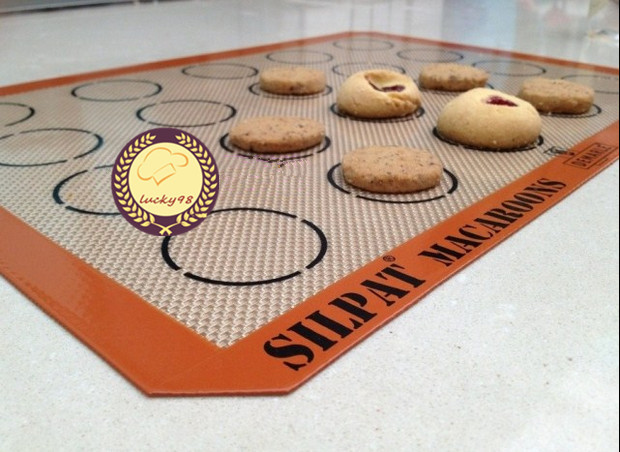 silpat macaron mat macaron baking mat 20 evenly spaced indents for macarons silicone baking. Black Bedroom Furniture Sets. Home Design Ideas