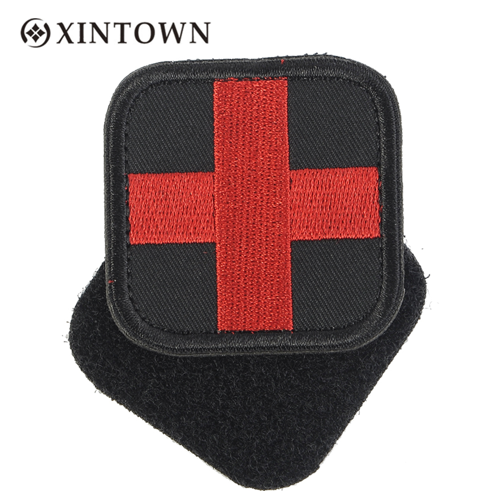 Square Embroidered Medical Patch Medic With Magic Sticker Fabric First Aid Emergency Cloth Cross Badge Military Medical Patch embroidered flower patch jumper