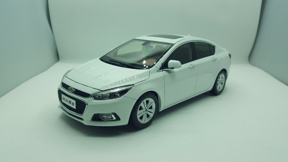 1:18 Diecast Model for Cherolet Chevy Cruze 2015 White Sedan Alloy Toy Car Miniature Collection Gifts all new 1 18 white chevrolet cruze sedan 2015 alloy collectable diecast model cars slot cars hobby