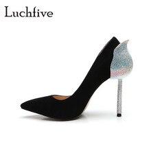 Модные женские туфли-лодочки со стразами сзади; пикантные туфли из натуральной кожи на высоком тонком каблуке; женские замшевые свадебные туфли без застежки с острым носком