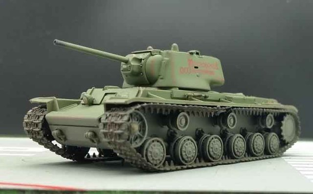 TRUMPETER 1:72 World War II Soviet KV-1 heavy tank model 1942 Type Finished military model 36289
