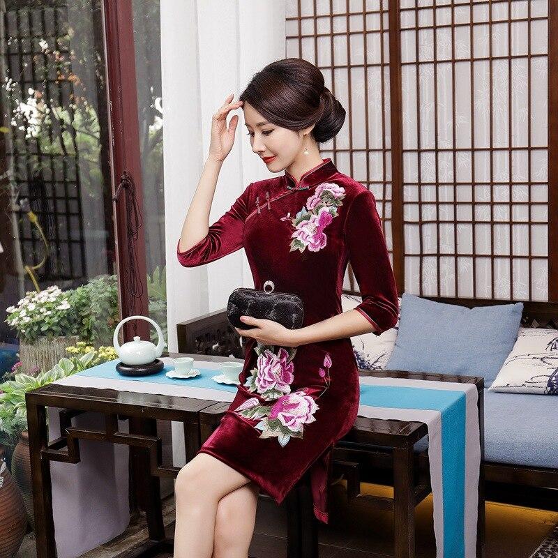 Большой Размеры бархат Вышивка ежедневно короткий параграф улучшилось Cheongsam дефиле Ретро Книги по искусству платье Чонсам женский