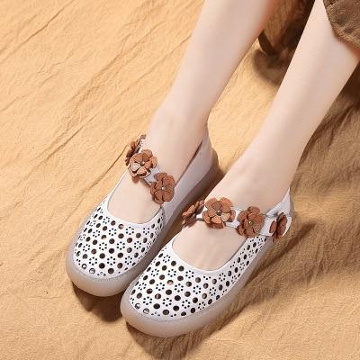 Zomer enkele schoenen vrouwelijke 2018 Witte schoen lederen zoete bloemen Zachte bodem Zachte bodem Vrouwen schoenen-in Damespumps van Schoenen op  Groep 2