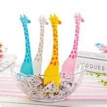 12pcs/pack Cute Cartoon Animal Giraffe Plastic Fruit Forks Set Children Dessert Salad Cake Fork for Party Kitchen Accessories