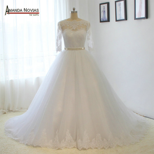 Vestido de novia de media manga con cinturón de cristal y Apliques de encaje, Amanda Novias, 2019