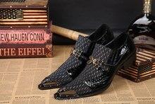 O Envio gratuito de Homens Se Vestem Sapatos de Metal Do Dedo Do Pé Apontou Sapatos De Casamento Dos Homens Patchwork Slip-on Apartamentos Casuais Sapato