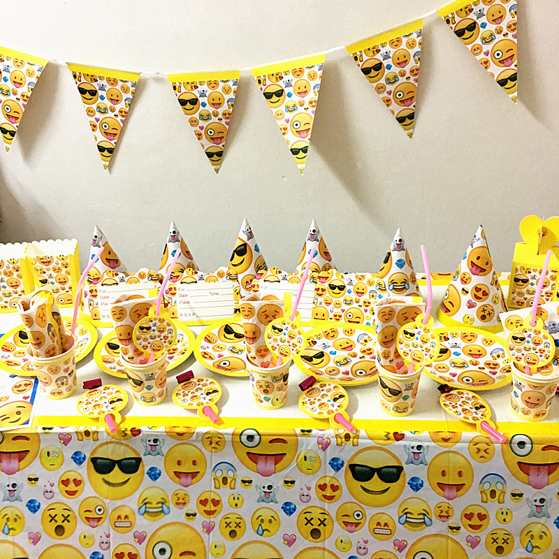 80 Teile Los Emoji Thema Party Set Kinder Geburtstag Favor Teller Tassen Servietten Hute Tischdecke Partei Dekoration In