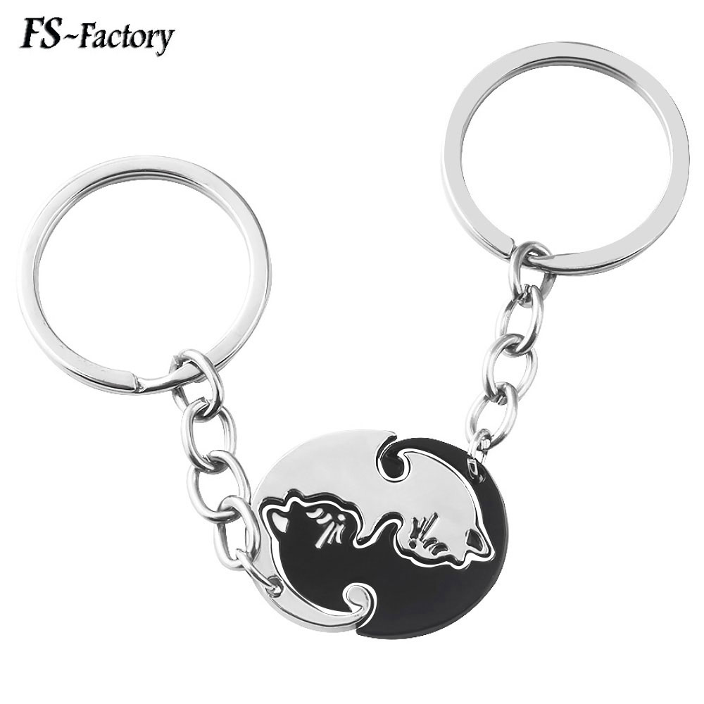 A Pair Couples Jewelry Black White Cat Couple Keychain Cute Animal Pendant Key Chain For Women Men Choker Jewelry Gift