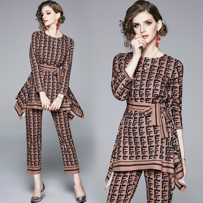 letters printed coffee brown two-piece round neck long sleeve with irregular straight leg hem T-shirt