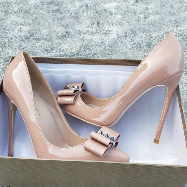 66fccd33c4ba Ponta da agulha nu rebite sapatos de salto alto patente couro PU rebite  sapatos de salto alto das mulheres 10 cm 12 centímetros banquete sapatos de  Festa ...