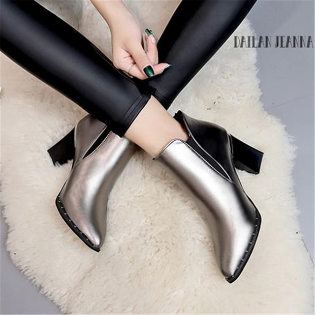Phong cách châu âu ký hợp đồng Thủy Triều Cô Gái Khởi Động Phụ Nữ Phong Cách Người Anh Đinh Tán Khởi Động Martin Khởi Động Mùa Thu Mùa Đông 2018 Mới Cao gót giày