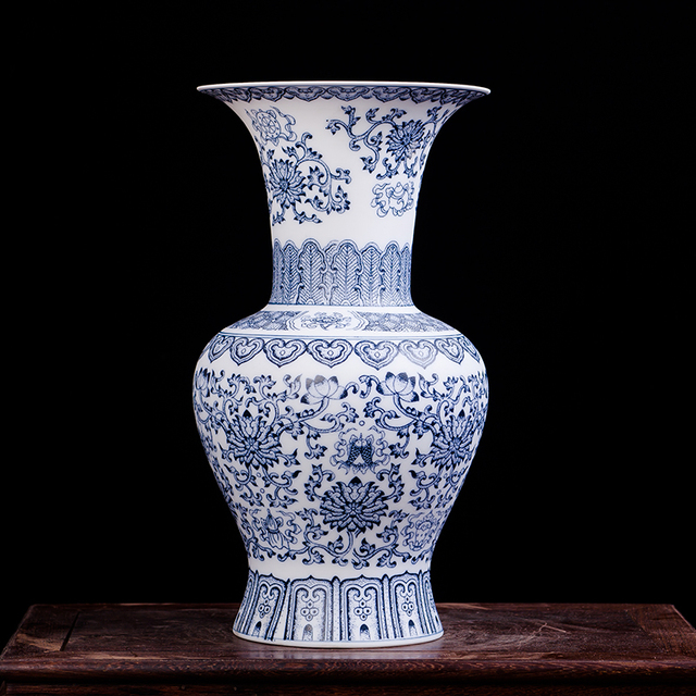 Antique Blue And White Ceramic Vase Design Porcelain Flower Bat Pattern Vase Handmade Home