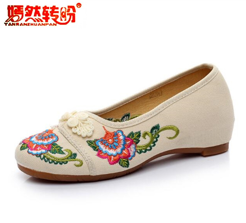 Chineses Ethnic Canvas Flat Shoes Women Embroidered Floral Totem Old Peking Cloth Dancing Shoes Beige Soft Slip On Loafers Flats vintage embroidery women flats chinese floral canvas embroidered shoes national old beijing cloth single dance soft flats