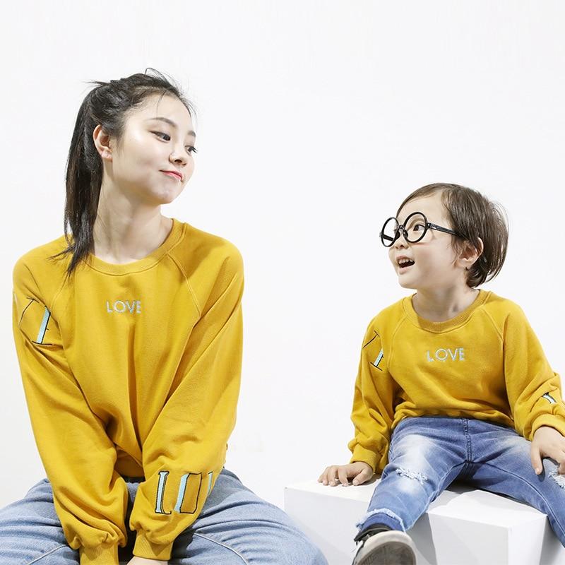 Семейные комплекты Обувь для мальчиков Свитер для девочек весна корейские буквы хлопок мама сына футболка семейная одежда 2 до 6 лет