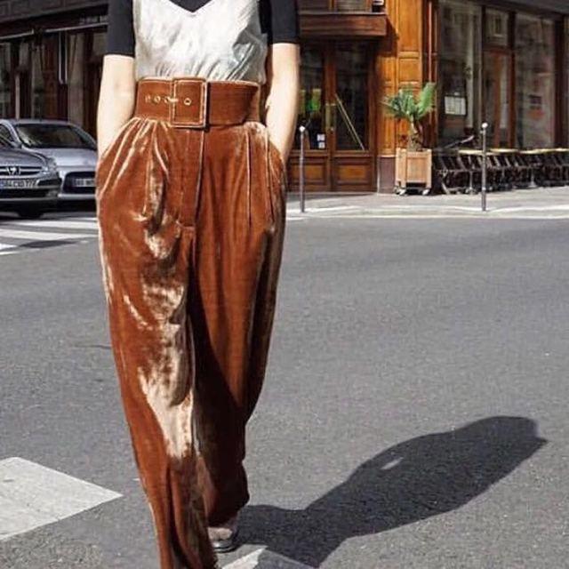 [Twotwinstyle] 2017 primavera con correa de la manera de terciopelo cintura alta pantalones de pierna ancha mujeres nuevos pantalones ropa