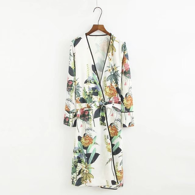 2018 Autumn New Large Floral Lady Robe Sexy Print Bathrobe Long Kimono Robe Women White Fashion Dressing Gown Female