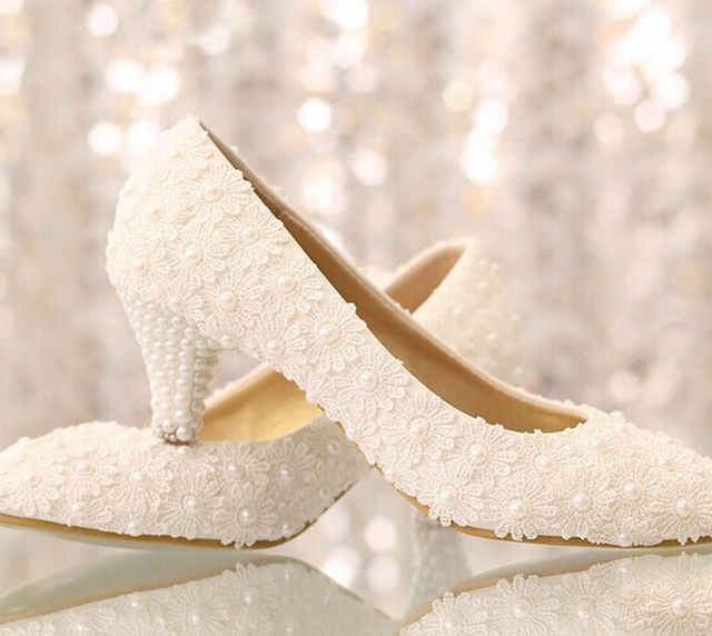2018 Gorgeous And Fashion White lace flower wedding shoes low heel Wedding Party Prom Shoes pearl bridal shoes princess